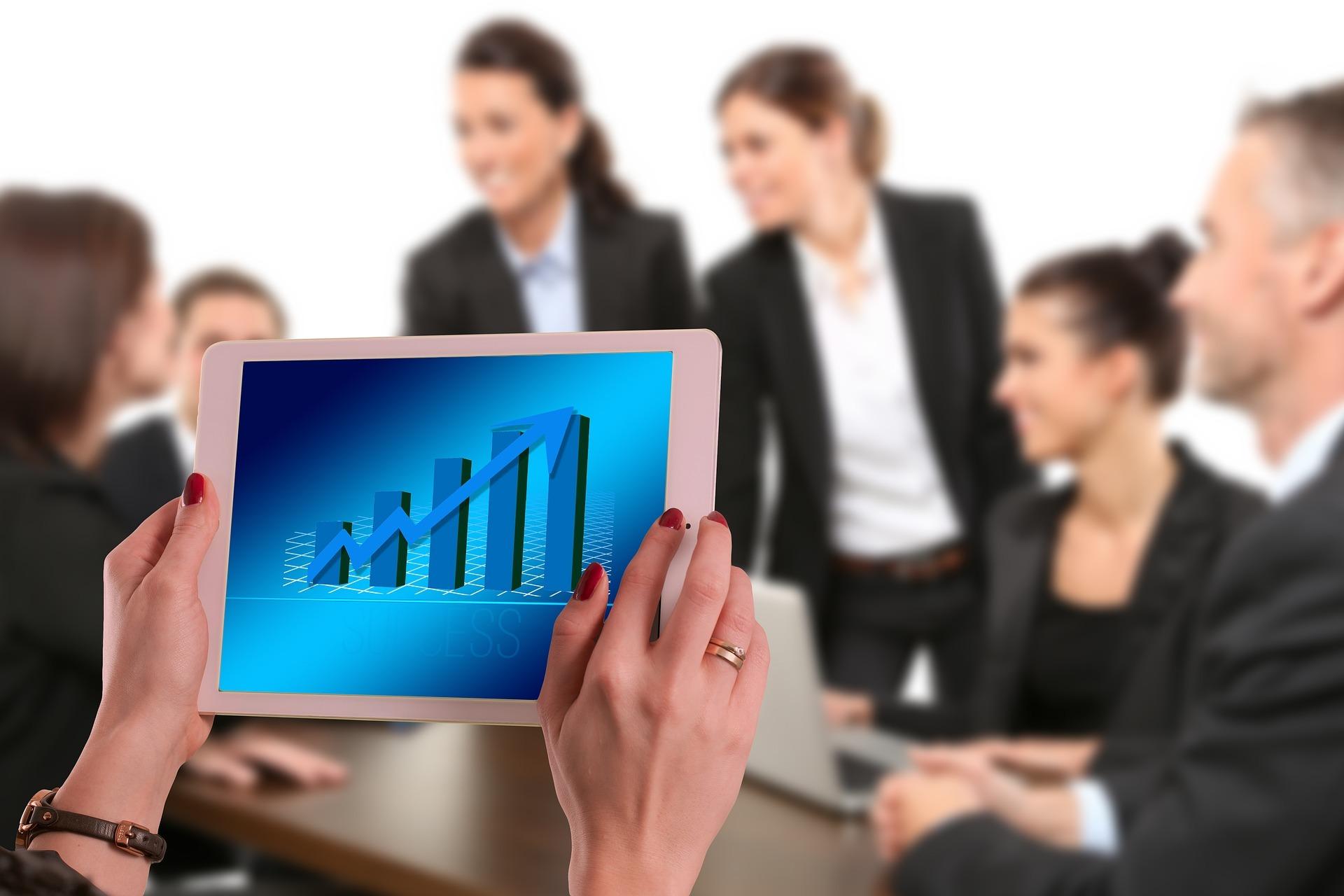 Atrae clientes a tu negocio, pero recuerda que esto representa más retos para ti.